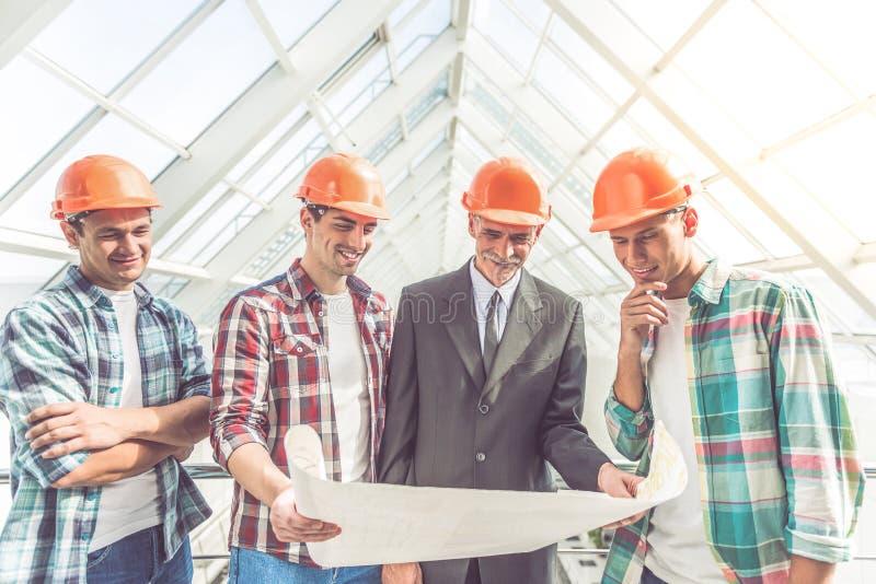 Bouwnijverheidsarbeiders stock afbeeldingen