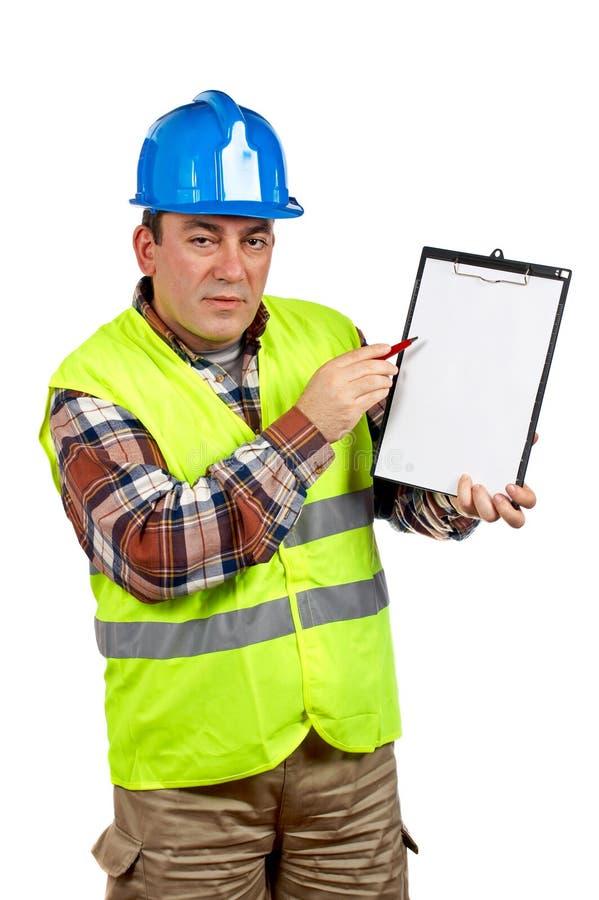 Bouwvakker die een leeg notitieboekje toont stock afbeelding