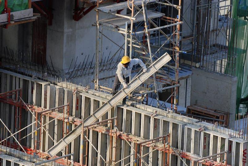 Bouwvakkers bij high-rise de bouw stock foto