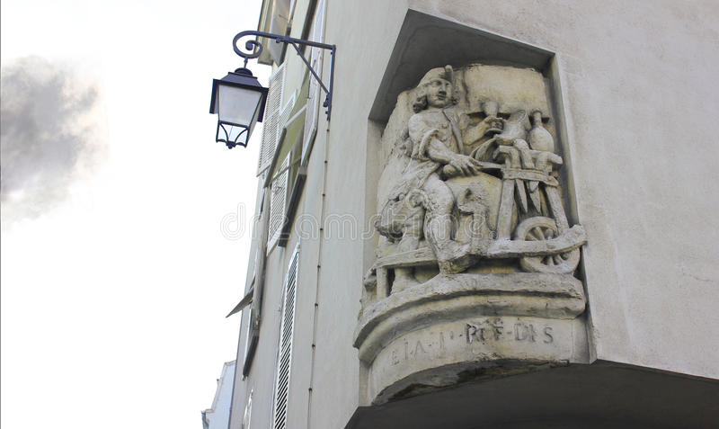 Bouwvoorgevelbeeldhouwwerk, Parijs, Frankrijk stock foto's