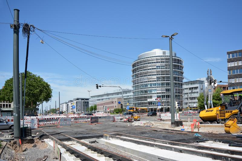 Bouwwerf met spoor en de wegen onderhoud voor tramsporen voor de hoofdpost van Heidelberg royalty-vrije stock afbeelding