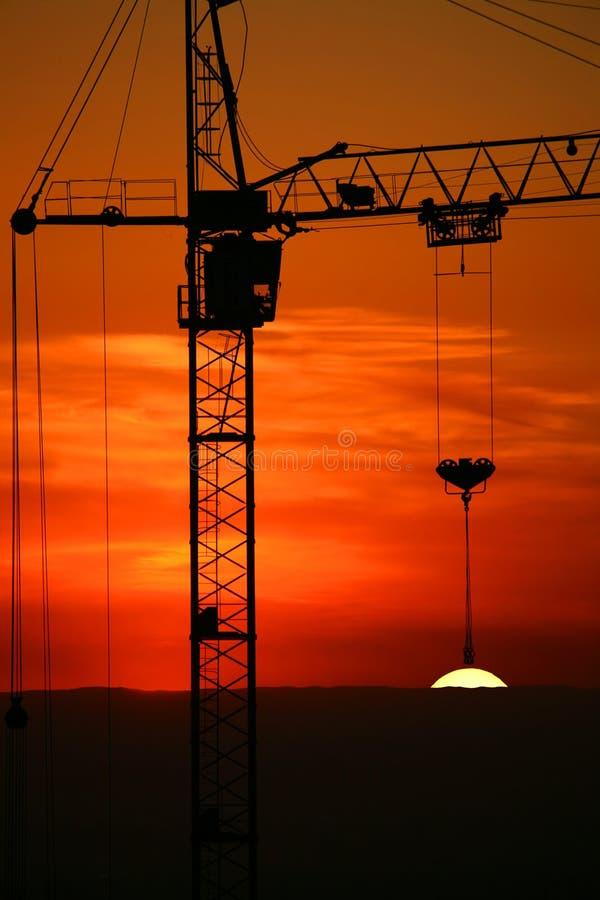 Bouwwerf op zonsondergang. royalty-vrije stock afbeelding
