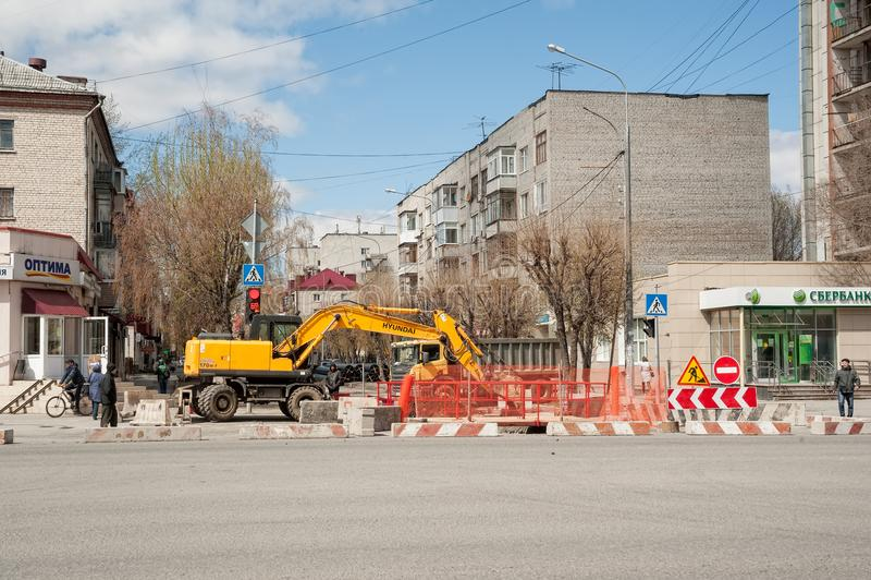 Bouwwerkzaamheid op Weg Tyumen Rusland stock afbeelding