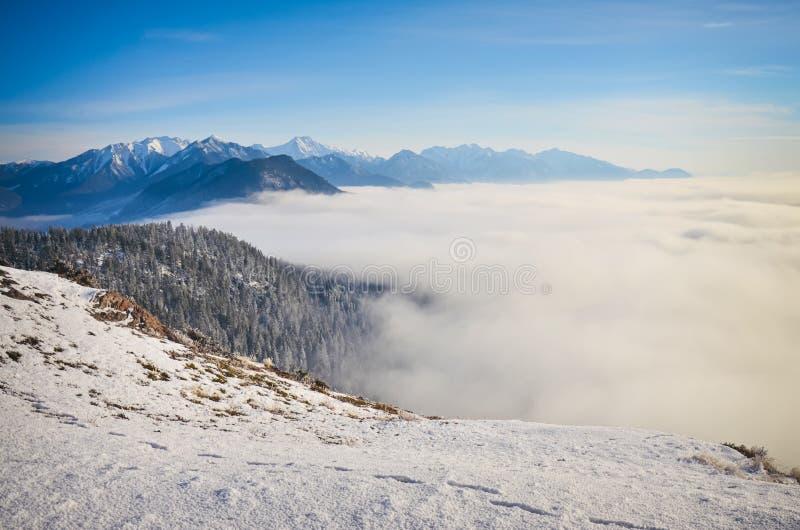 Boven de Berg Rocky Mountains British C van Swansea van de wolkeninversie royalty-vrije stock foto's