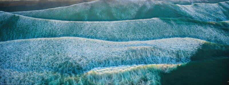 Boven de Golven op San Diego Coast royalty-vrije stock afbeeldingen