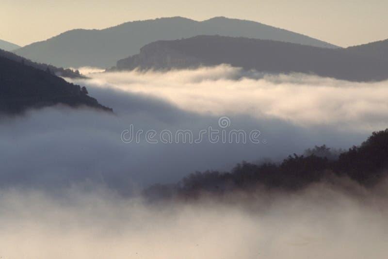 Download Boven de wolken stock afbeelding. Afbeelding bestaande uit george - 25497