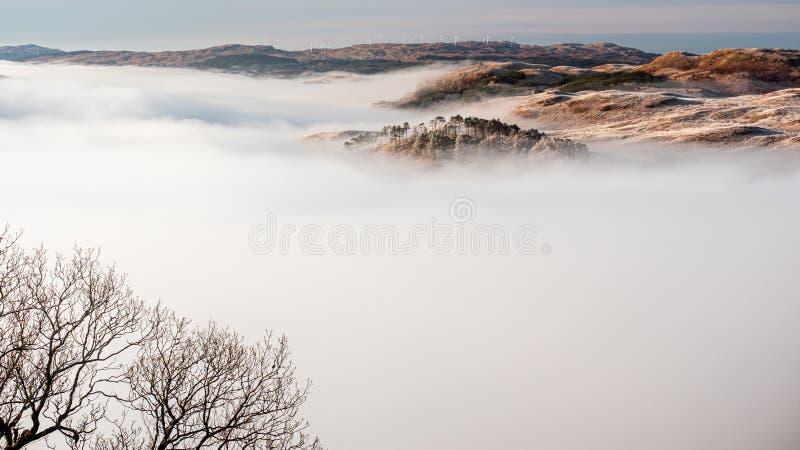 Boven de wolken, Omzetting over Loch Awe stock foto