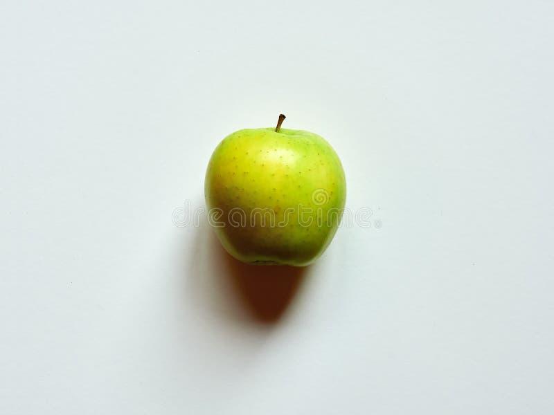 Boven mening van een Groene die appel op een witte roomachtergrond wordt geïsoleerd stock fotografie