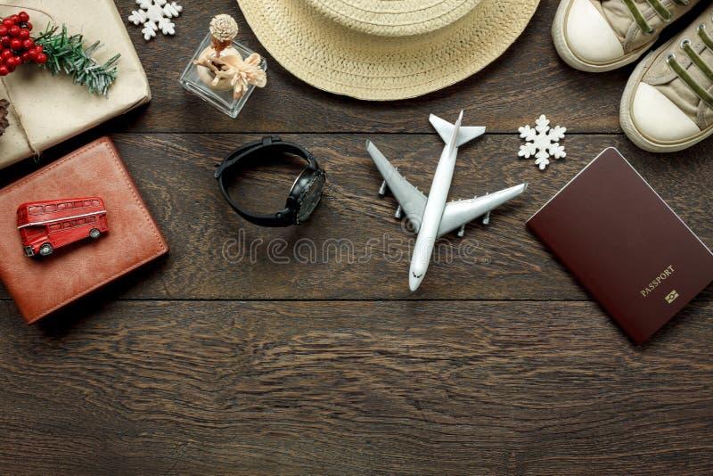 Boven mening van toebehoren wordt geschoten vorm levensstijl aan reis en Vrolijke Kerstmis & Gelukkig nieuw jaarconcept dat stock afbeelding