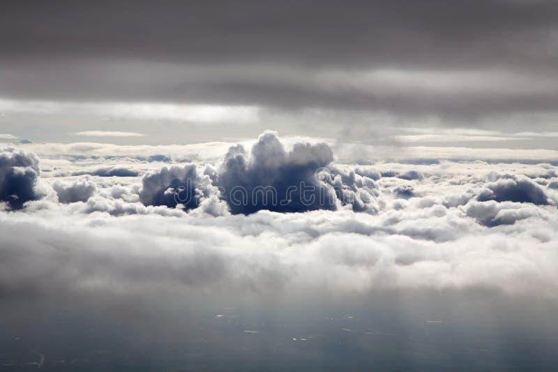 Boven wolken stock afbeelding