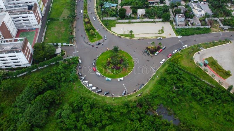 Bovengrondse luchtaanzicht van de cirkelvormige Bekasi-snelweg, gelegen in Summarecon Bekasi Indonesië stock afbeelding