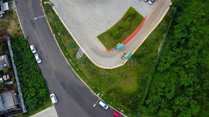 Bovengrondse luchtaanzicht van de cirkelvormige Bekasi-snelweg, gelegen in Summarecon Bekasi Indonesië stock foto's
