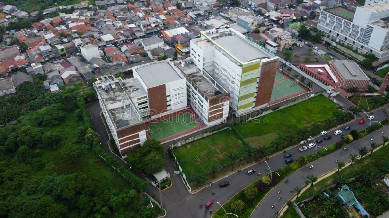 Bovengrondse luchtaanzicht van de cirkelvormige Bekasi-snelweg, gelegen in Summarecon Bekasi Indonesië stock foto