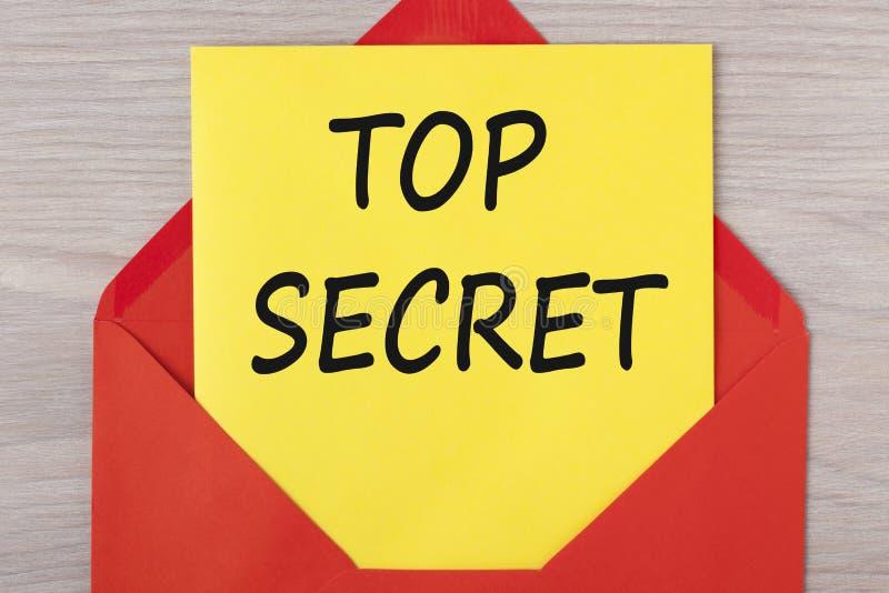 Bovenkant - geheim op brievenconcept dat wordt geschreven stock afbeeldingen