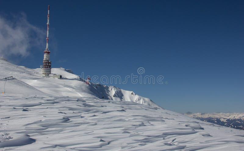Download Bovenkant Van Dobratsch-Zendertoren In De Winter Stock Afbeelding - Afbeelding bestaande uit blauw, zender: 39105797
