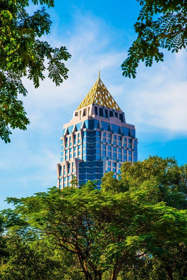 Bovenkant van een gebouw in Bangkok stock afbeelding
