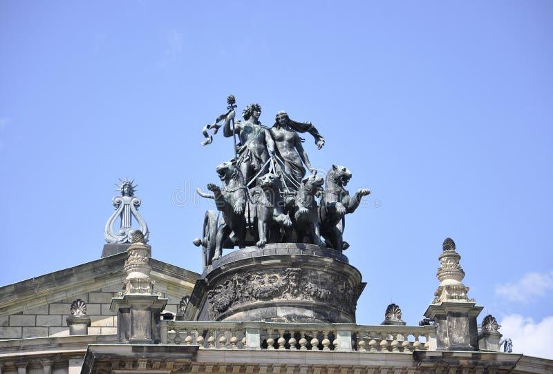Bovenkant van Semper-Operahuis van Dresden in Duitsland royalty-vrije stock fotografie