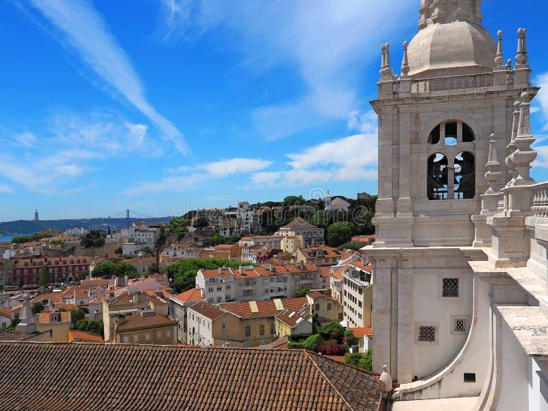 Bovenop het dak van Sao Vicente de Fora in Lissabon binnen royalty-vrije stock foto's