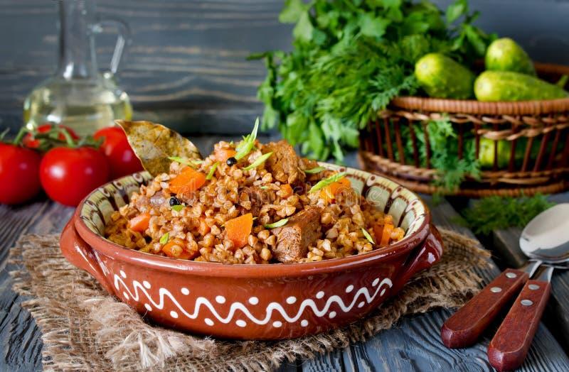 Bovete med kött och grönsaker royaltyfri foto