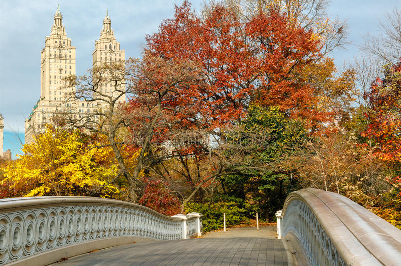 Download Bow Bridge And Fall Colors In Central Park, Manhat Stock Photo - Image: 34187676