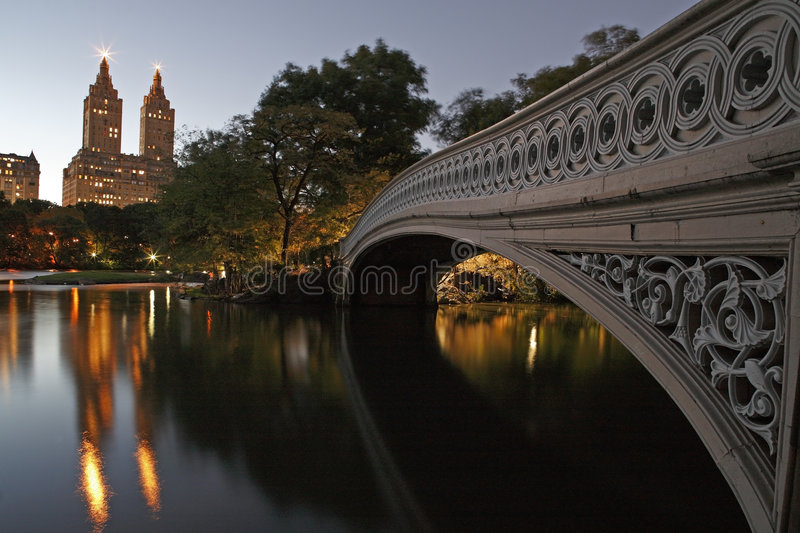 Bow Bridge and the Lake in Central Park. At Twilight royalty free stock photos