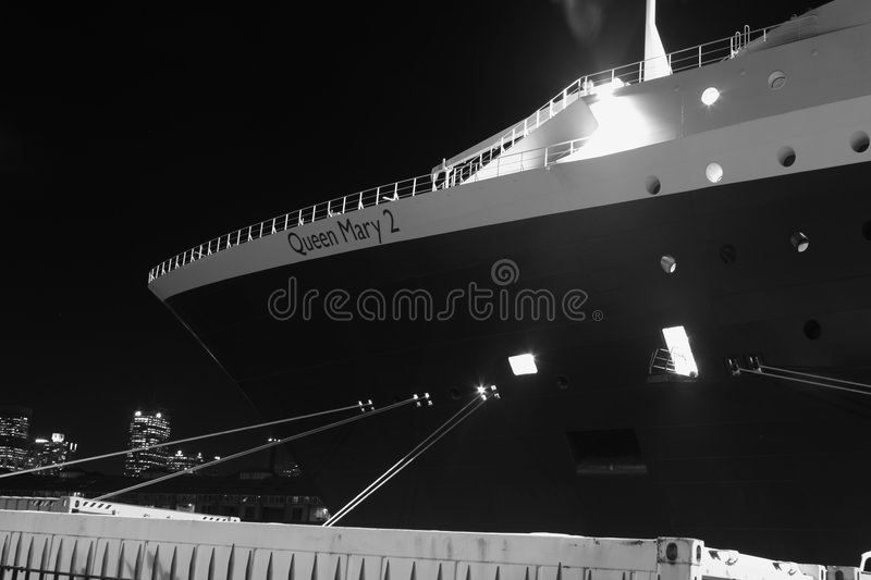 Download The Bow Of The Queen Mary 2, In Sydney, Australia. Editorial Stock Photo - Image of british, berth: 8345853