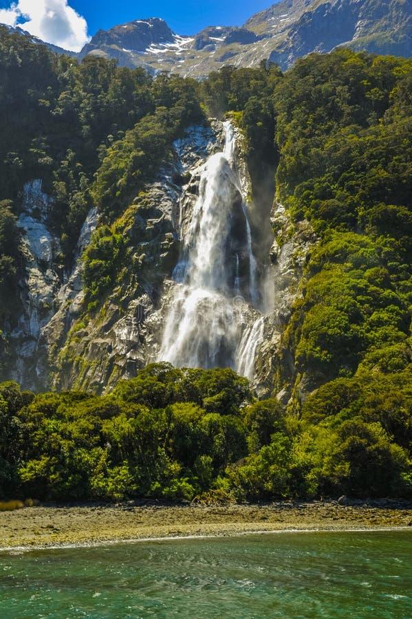 Bowen nedgångar i Milford Sound royaltyfri foto