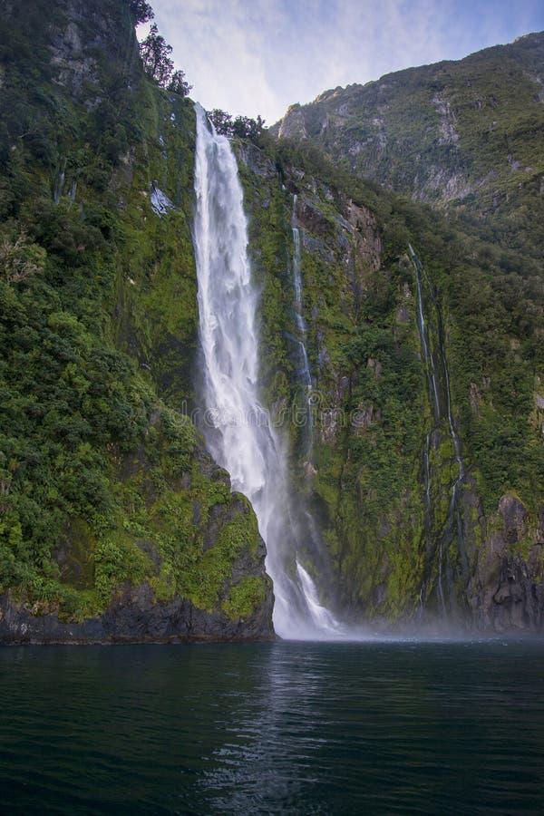 Bowen tombe en Milford Sound, île du sud, Nouvelle-Zélande photo stock