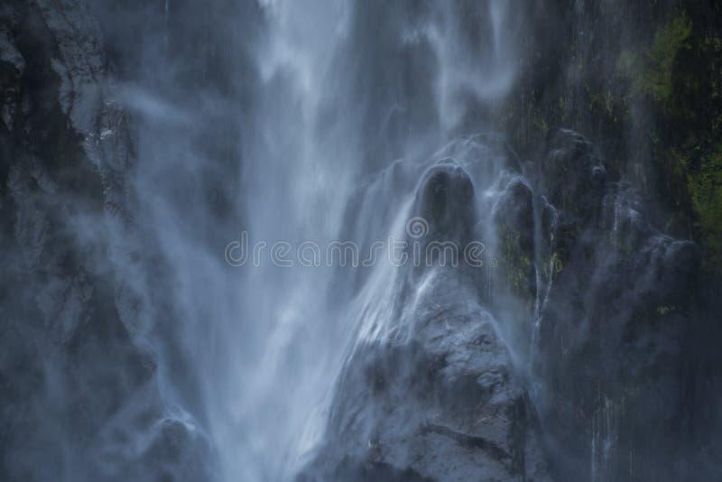 Bowendalingen, aardige waterval bij milfordgeluid stock afbeelding