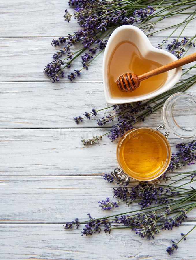 Bowl of honey with lavender royalty free stock photos