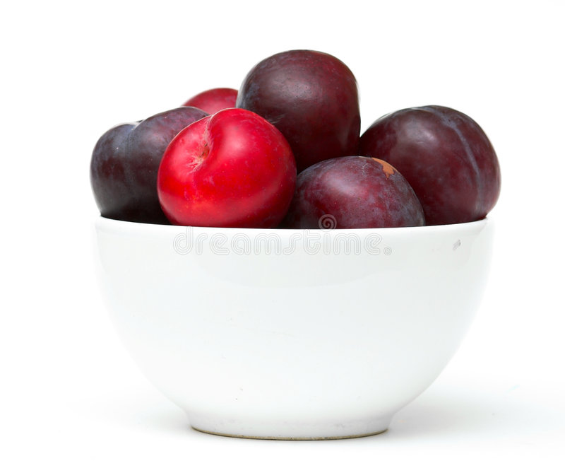 Download Bowl Of Plums Royalty Free Stock Photography - Image: 1400277