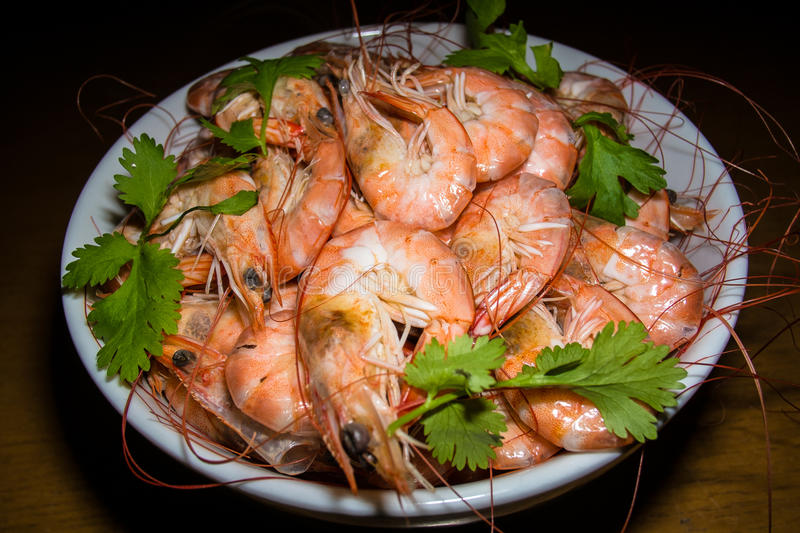 Bowl of whole cooked king prawns royalty free stock photos