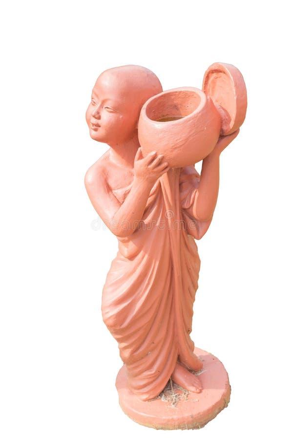 Bowlar hållande allmosa för buddistisk novis leradockan som isoleras på vit royaltyfria foton
