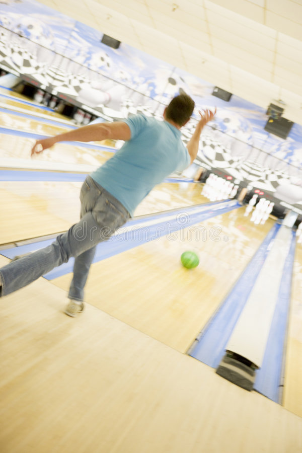 Bowling del hombre, visión trasera fotos de archivo