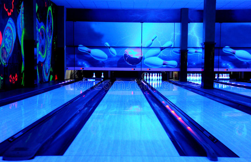 Download Bowling paths stock photo. Image of path, lighting, bowling - 32379906
