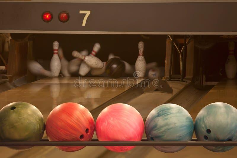 Bowlingball lizenzfreie stockfotos