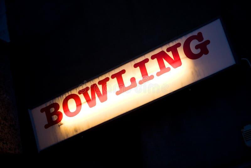 Bowlingspielzeichen lizenzfreie stockfotos
