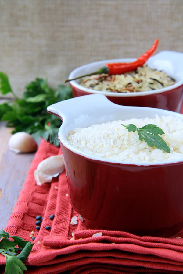 Free Bowls Of Uncooked Rice And Chili Peppers Royalty Free Stock Photography - 18199657