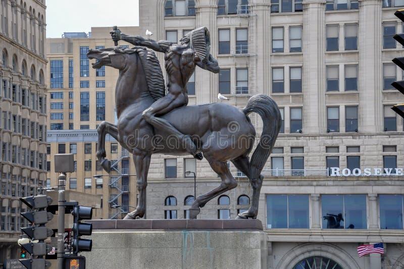 BOWMAN, brązowa rzeźba rodowity amerykanin na koniu, stoi w Kongresowym placu Chicago, MAJ - 5, 2011 - fotografia stock