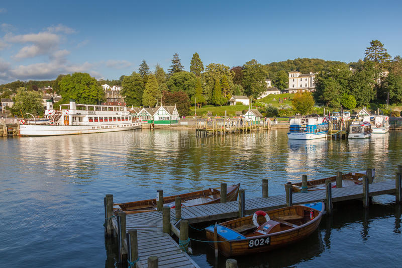 Bowness--Windermere na opinião do porto na luz da tarde, distrito do lago foto de stock