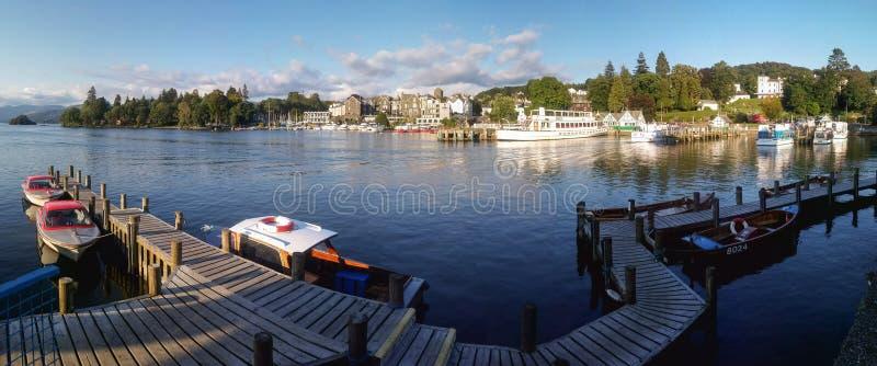 Bowness--Windermere na opinião panorâmico do porto na luz da tarde, imagem de stock