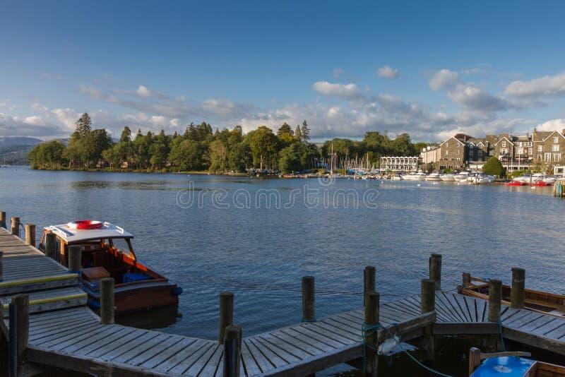 Bowness--Windermere sulla vista del porto, distretto del lago in Cumbria, Regno Unito fotografie stock