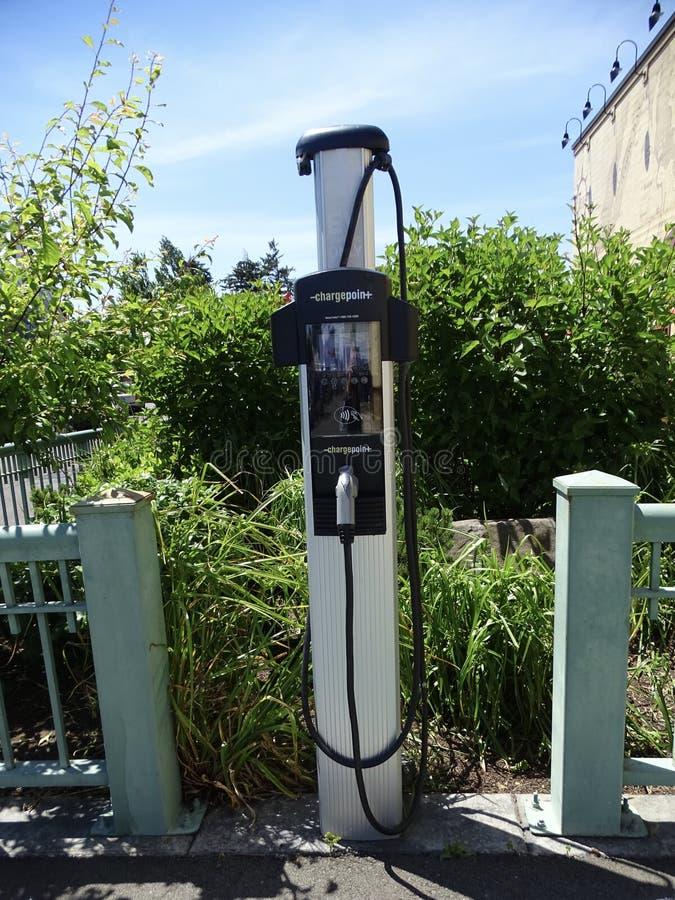 Bowser dla podładowywać elektrycznych pojazdy mechanicznych fotografia stock