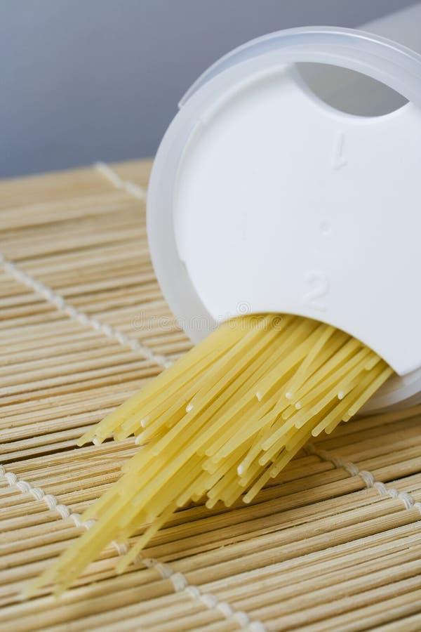 box spaghetti royaltyfri fotografi