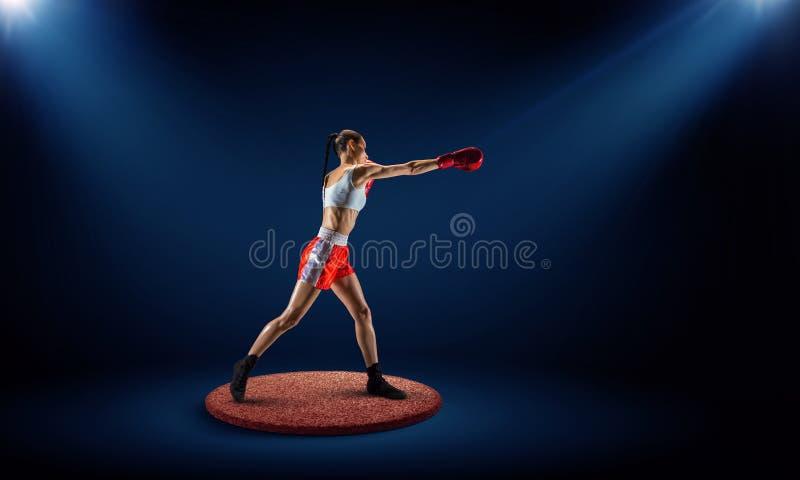 Boxaren segrade det första stället Blandat massmedia royaltyfri bild