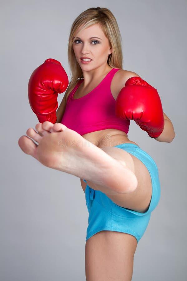 boxas kickkvinna royaltyfri bild