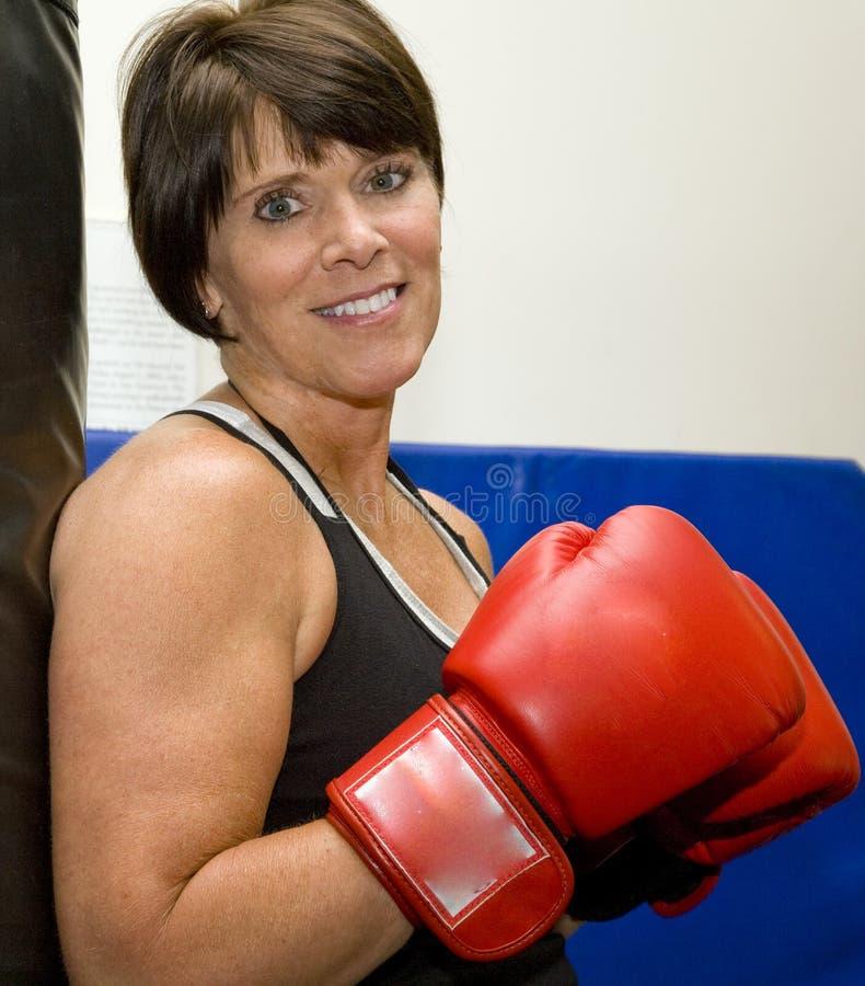 boxas mogen kvinna arkivfoton