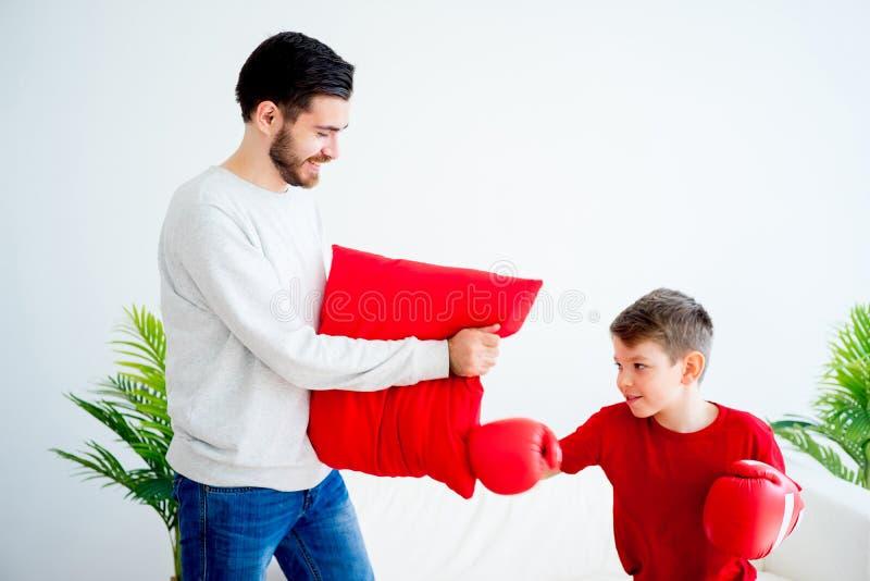Boxe de père et de fils images stock