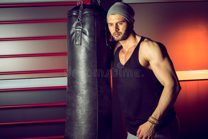 Boxe de pratique d'homme photos stock