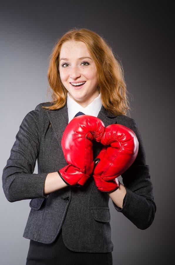 Download Boxeador De La Mujer En Oscuridad Imagen de archivo - Imagen de cartera, boxeador: 41918295